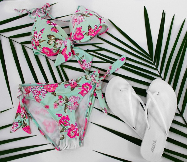 GET ALL YOUR POOLSIDE NEEDS DURING THE ARDENE 80% OFF SALE!
